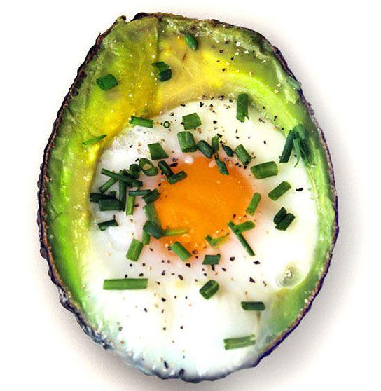 Запечене яйце в авокадо