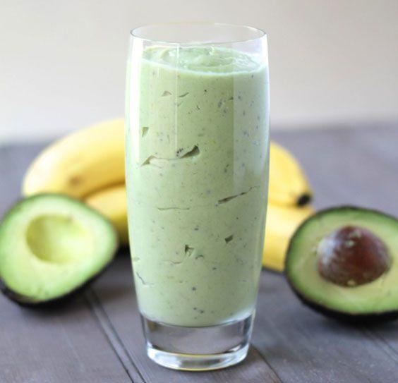 Ранковий смузі з авокадо і бананом