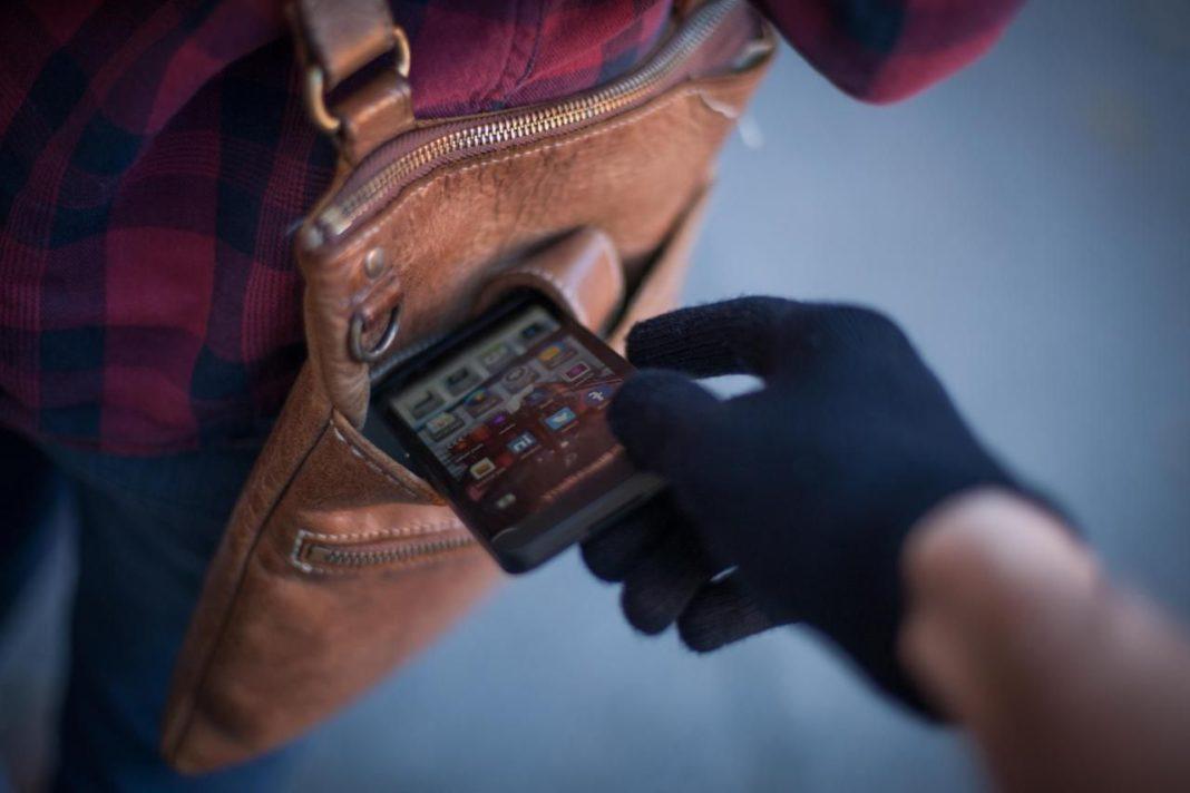 Як захистити себе від крадіжки мобільного телефону